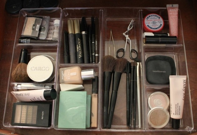 makeup-drawer-organization-61_1458306638-630x431