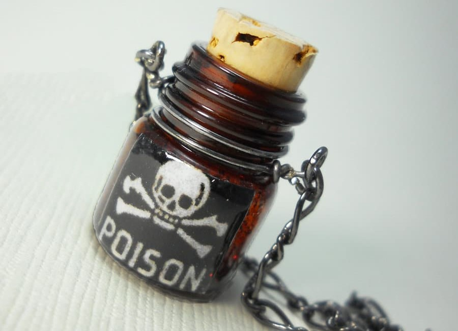poison___amber_bottle_necklace_by_nite0wlstudios-d2ydypq