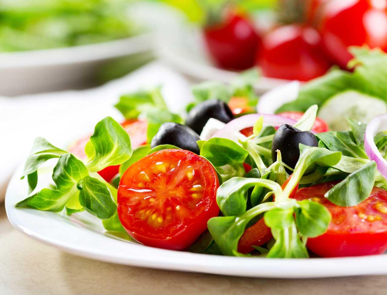 8-astuces-de-pro-pour-une-salade-equilibree[1]