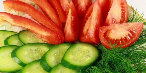 397736_pomidory_ogurcy_ukrop_ovoshhi_narezka_1680x1050_www.gdefon.ru_