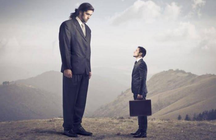 два человека разного роста