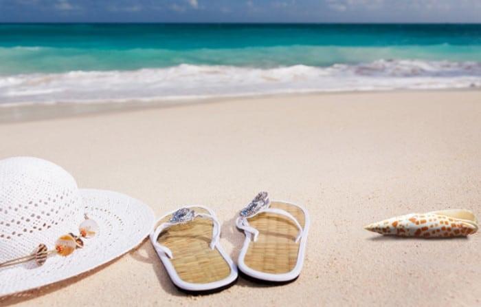 сланцы на пляже