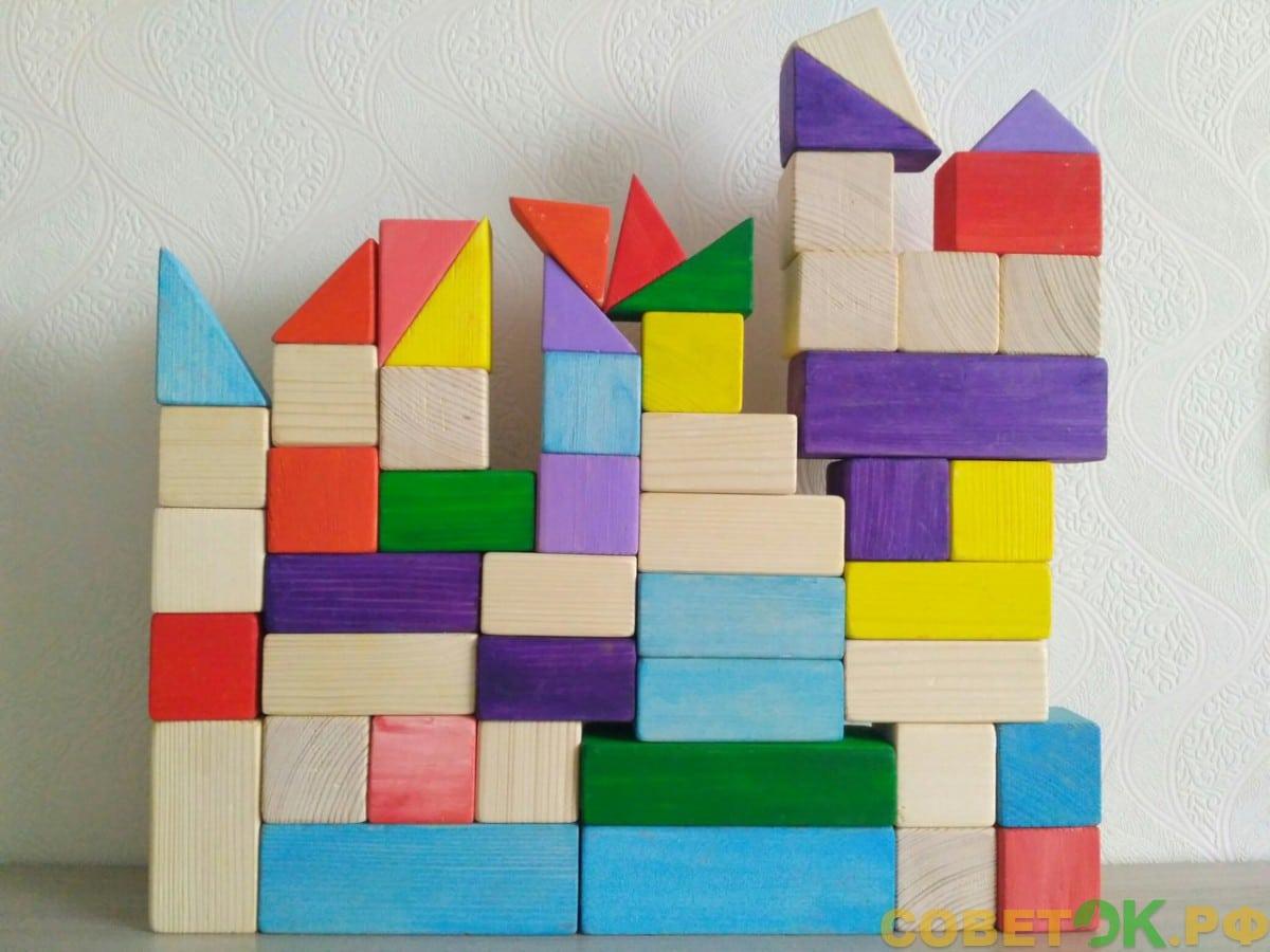 7 Деревянные разноцветные кубики