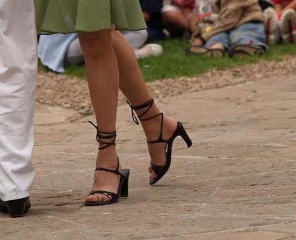 Красивая походка Красивая походка на каблуках