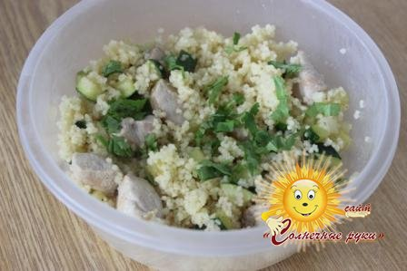 Салат с кускусом и индейкой