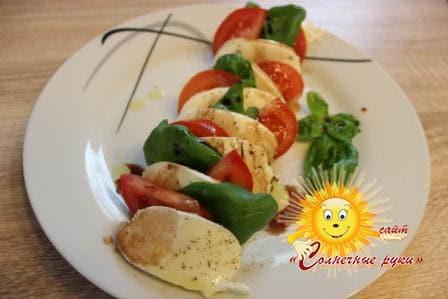 Салат с моцареллой Моцарелла с помидорами