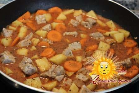 Жаркое из свинины с картошкой Жаркое из свинины на сковороде Рецепт жаркого из свинины Как приготовить жаркое из свинины