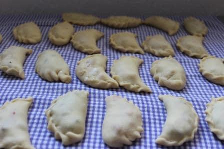 Вареники рецепт Тесто на вареники Как приготовить вареники Вареники с клубникой