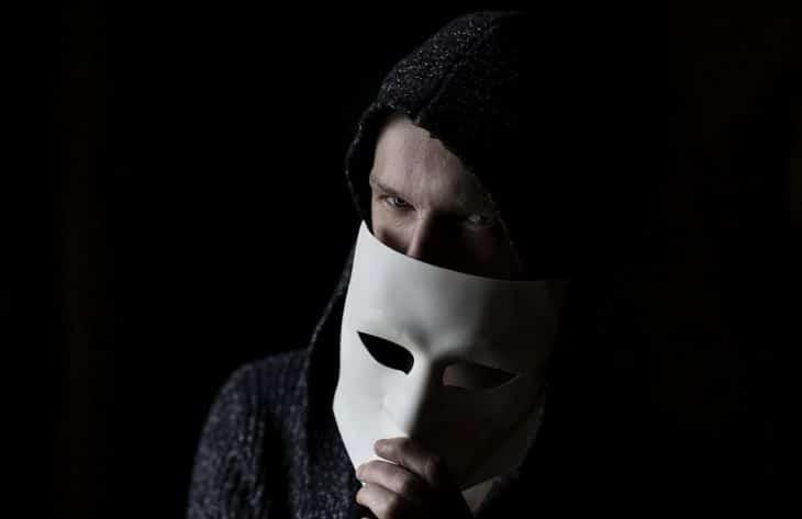 5 уловок настоящих мошенников, на которые попадаются наивные люди