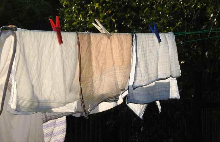 Как избавиться от запаха бензина на одежде