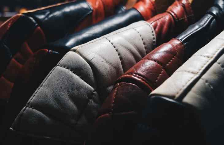 Помялась кожаная куртка: лучшие методы разглаживания