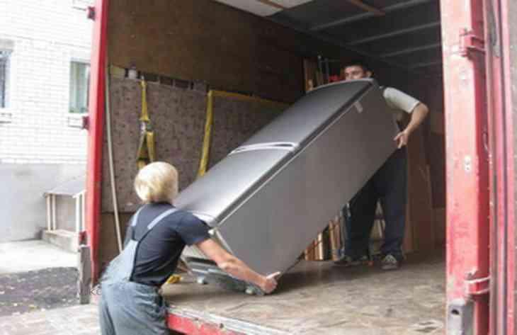 Как правильно перевозить холодильник, чтобы сохранить его работоспособность