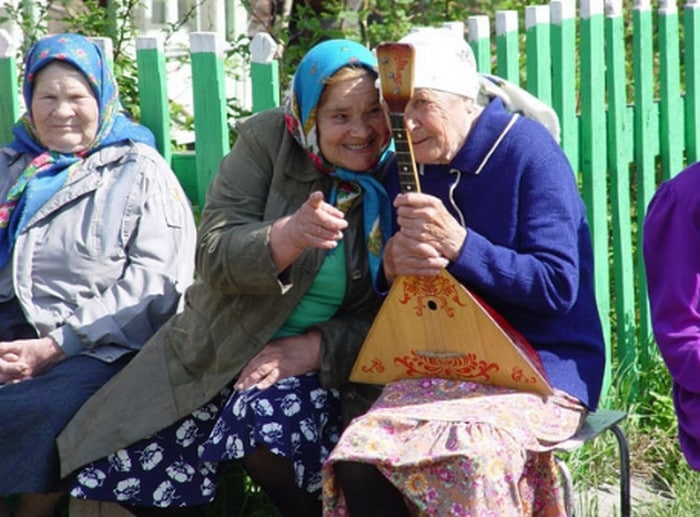 бабушки сплетничают