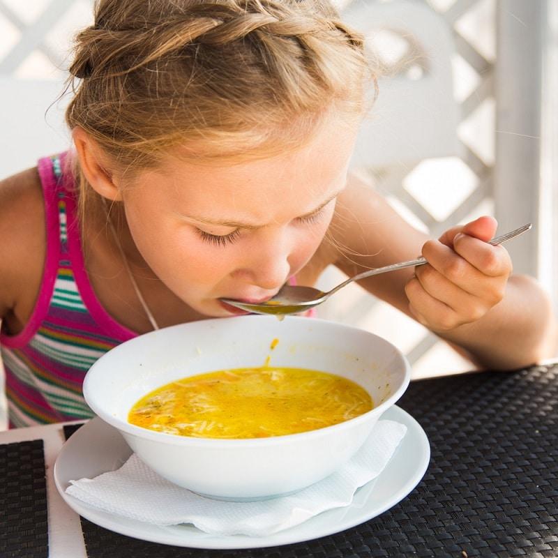 ребенок ест больше нормы