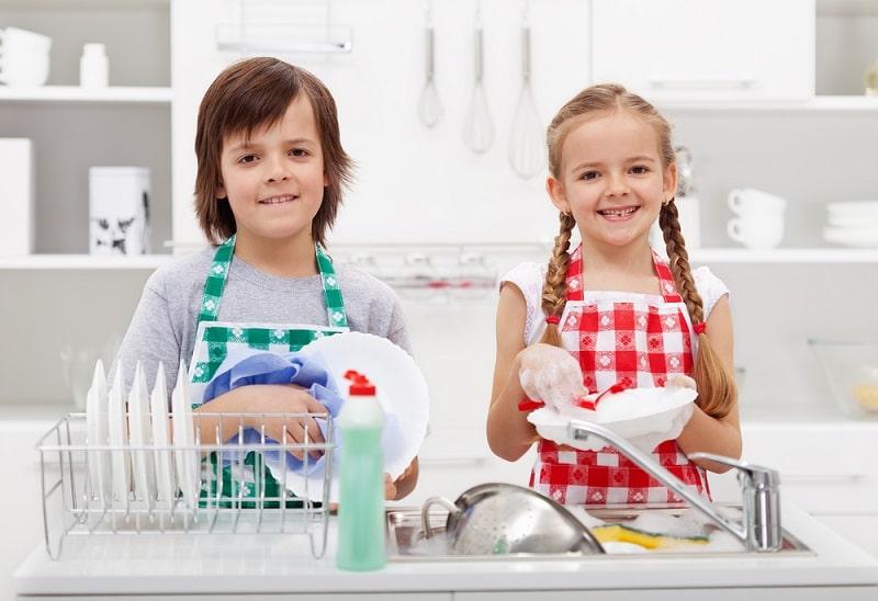 дети моют руки картинки