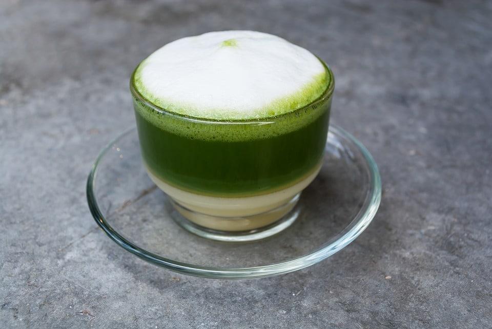 Молоко с зелёным чаем