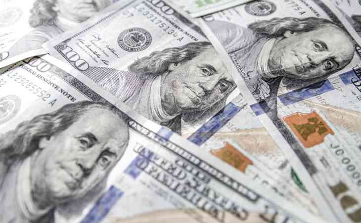 В Гродно мужчина решил обменять подаренные на свадьбу $100. Его ждал сюрприз