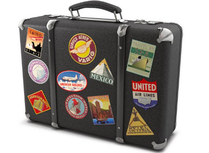 чемодан с наклейками