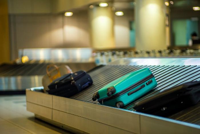 чемодан на ленте