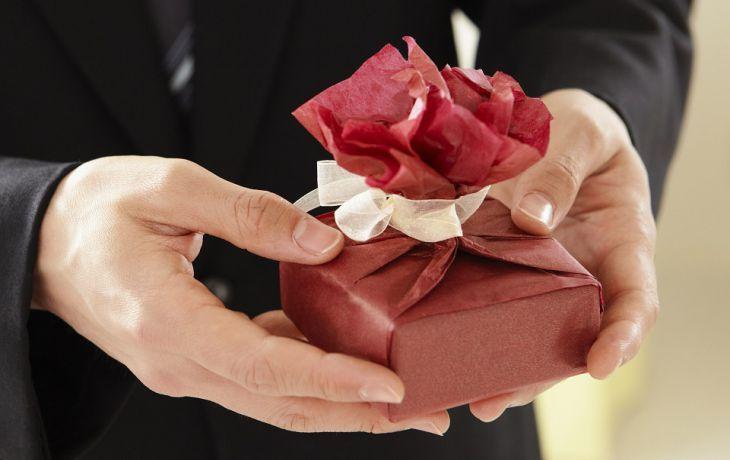 ТОП-6 самых худших подарков, которые точно никто не оценит