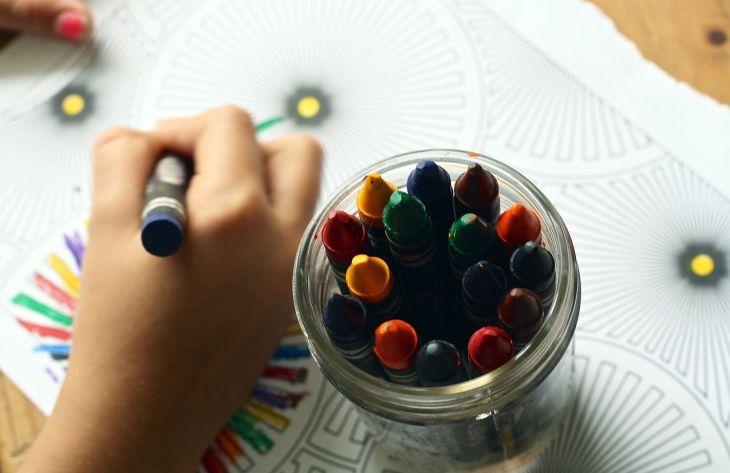 Как очистить обои от шариковой ручки
