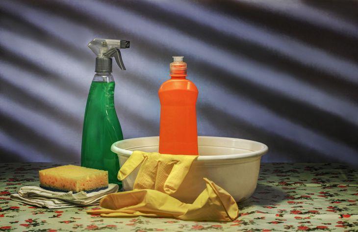 Лайфхаки для хозяек: чем отмыть застарелый жир на кухне