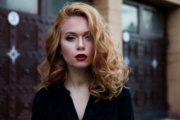 5 признаков во внешнем виде, которые выдают отчаявшуюся женщину