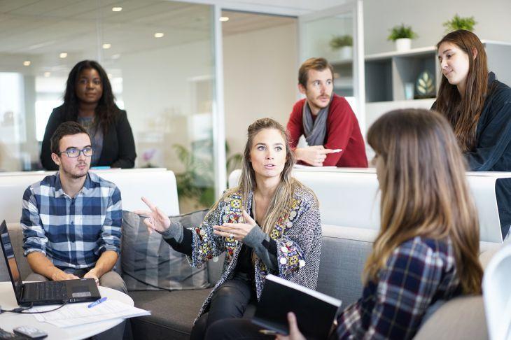8 тем, которые нельзя обсуждать с коллегами