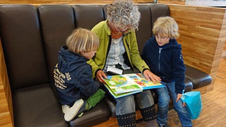 4 типа бабушек, которые обожают своих внуков