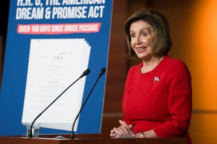 Спикер Палаты представителей США обвинила Трампа в коррупции из-за Украины