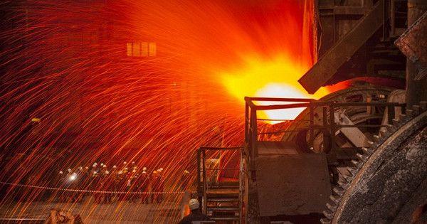Рост промпроизводства вРоссии замедлился в2019 году до2,4%