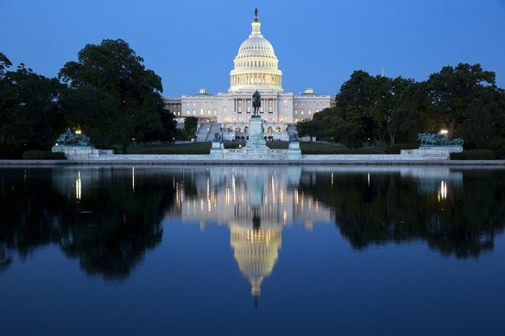 США ждет рекордный дефицит бюджета и экспоненциальный рост долга